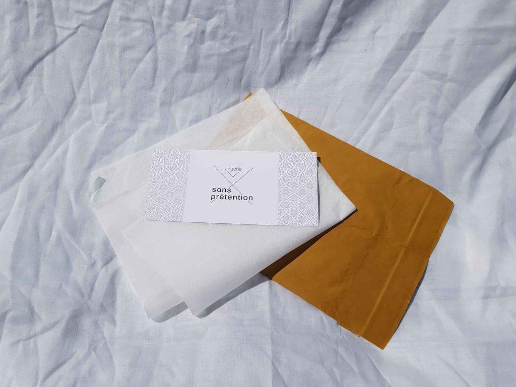 L'emballage minimaliste plus éco-responsable en papier recyclé pour emballer votre soutien-gorge sans armature de Sans Prétention